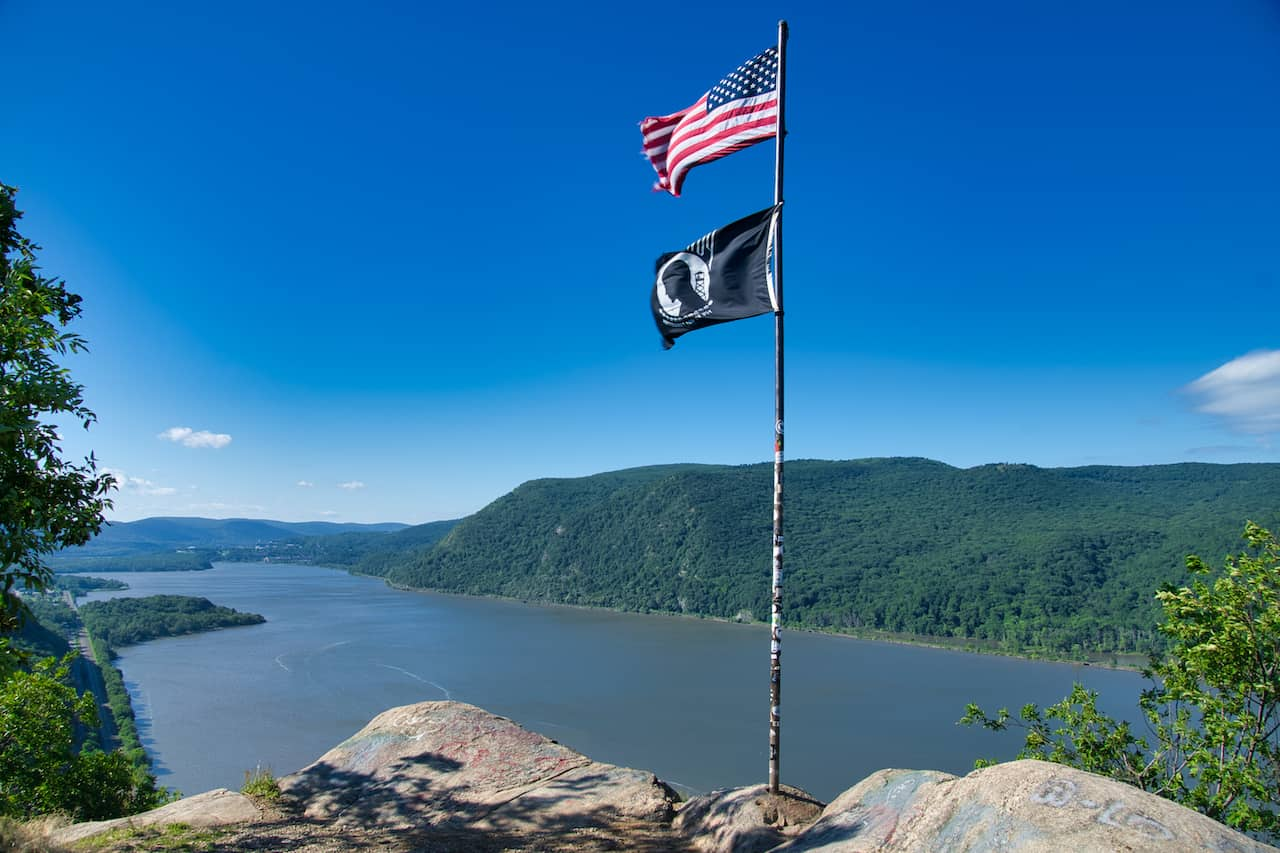 Breakneck Ridge Flagpole