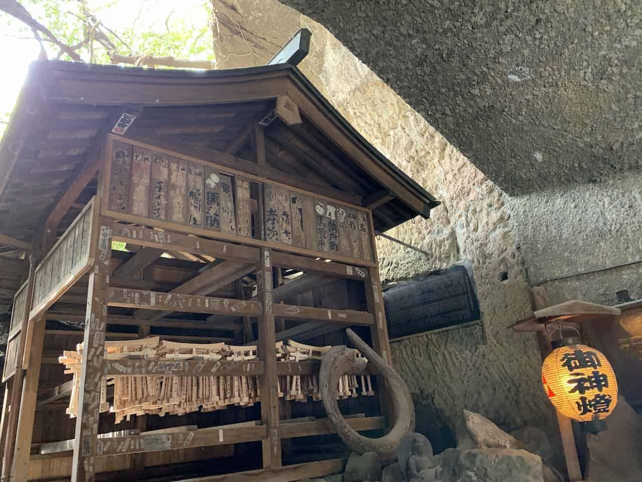 zeniarai benten shrine cave