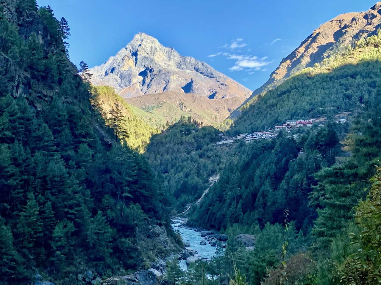 Phakding to Namche Bazaar Valley