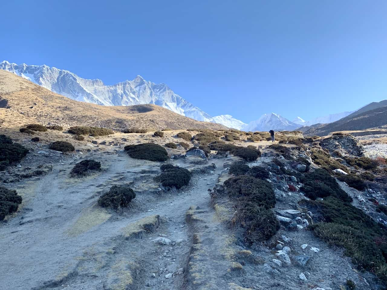 Dingboche to Chukhung Hiking